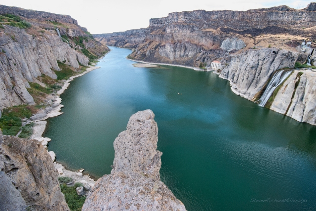 Downstream view of the Snake River at Shoshone Falls
