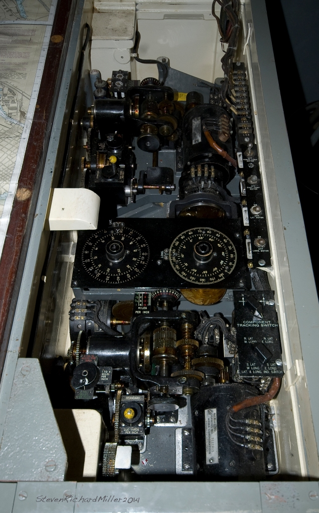Mechanical computer for navigation purposes