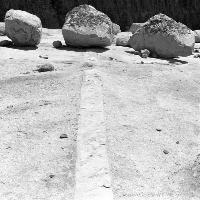 Zen-type arrangement of vein and boulders
