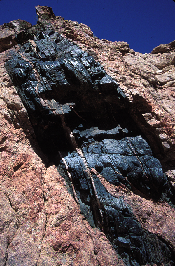 Black schist and red granite, along the Waltenberg scout