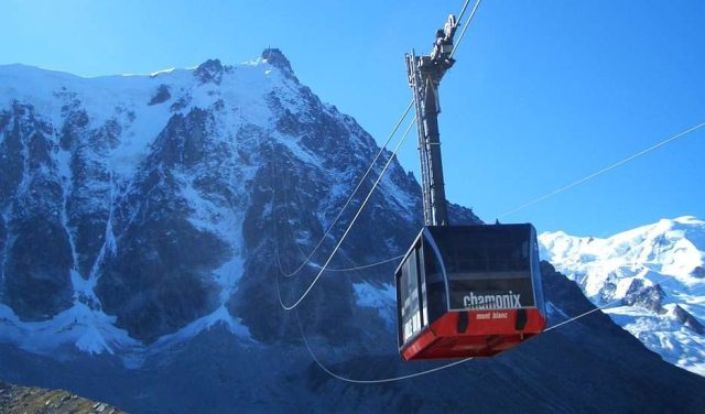Aiguille du Midi cable car (Chamonet photo)