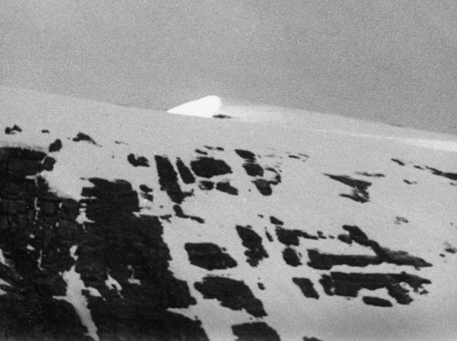 Rinderhorn, summit ridge in early light