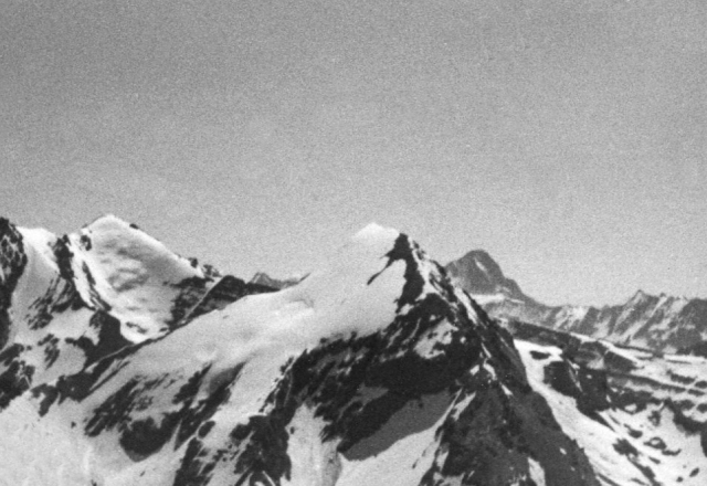Steghorn, summit view to Rinderhorn (in center)
