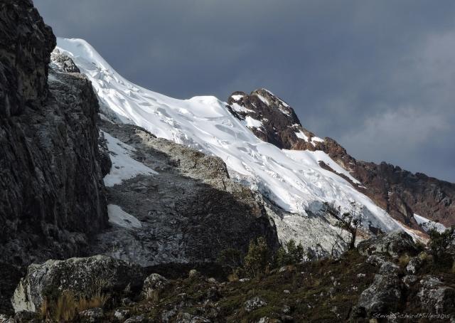 Chacraraju glacier, east end