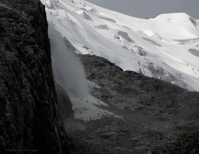 Chacraraju glacier, east end avalanche