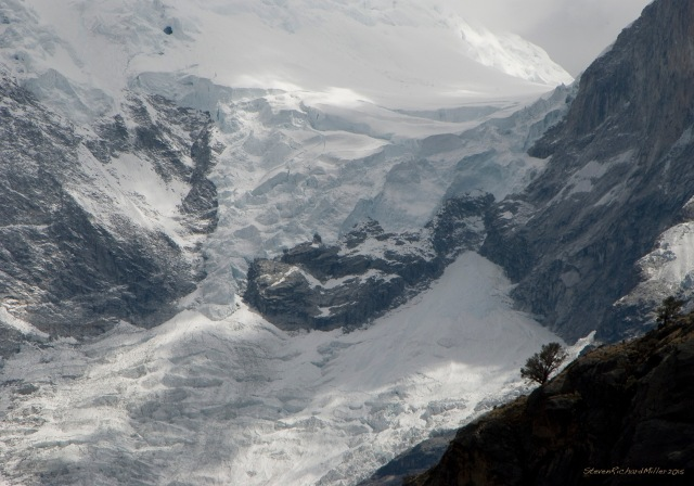 The icefall from the col that separates the two peaks