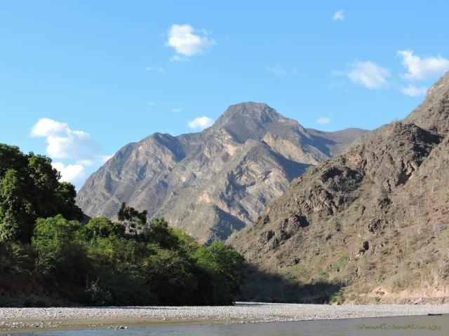 In the vicinity of Suchaca, we see Cerro Chuntulco downstream