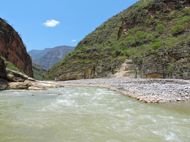 The Rio Silaco enters from the west