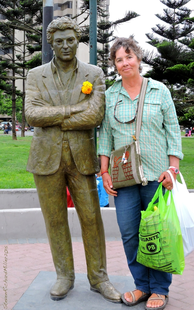 Statue of Antonio Cisneros, Peruvian poet, and Kathy