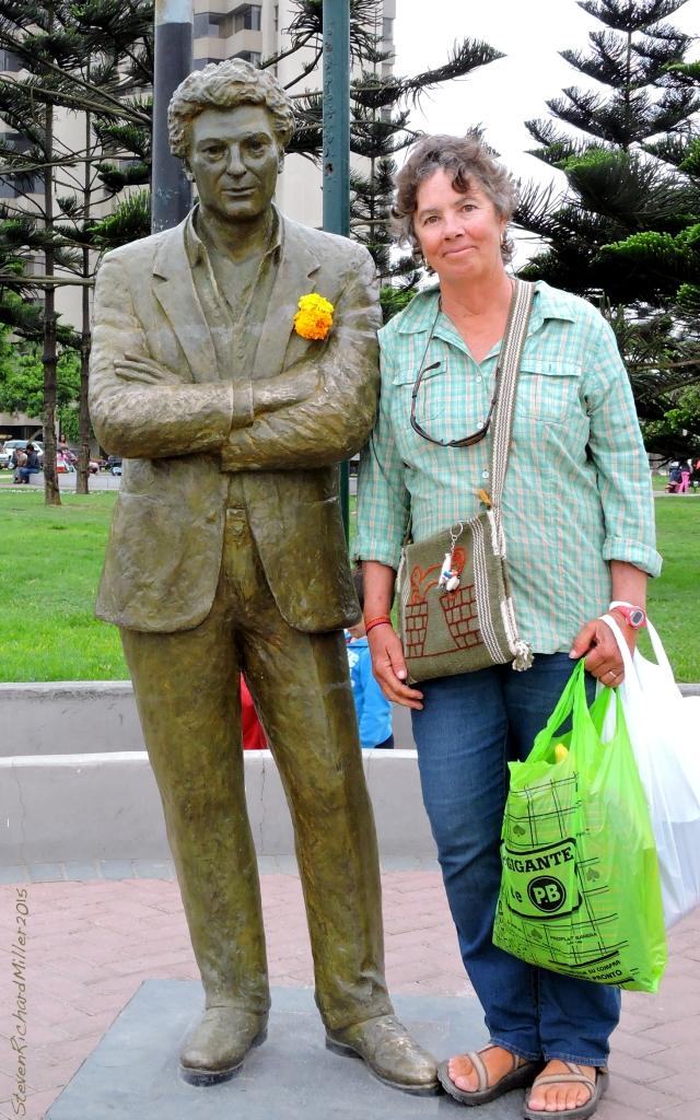 Statue of Antonio Cisneros, Peruvian poet, and Kathy