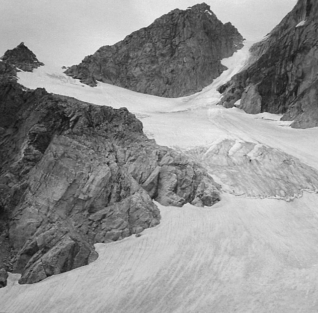 Middle Teton Glacier and Dike Pinnacle
