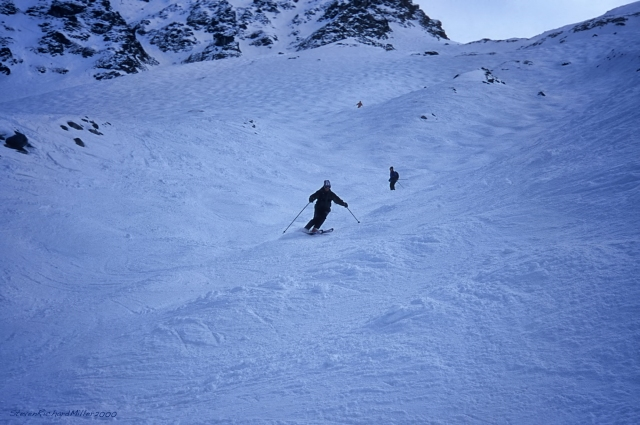 Skiing the very broad slopes of Tortin