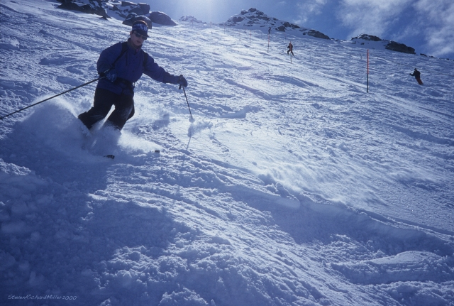 Skiing powder on Mont Fort