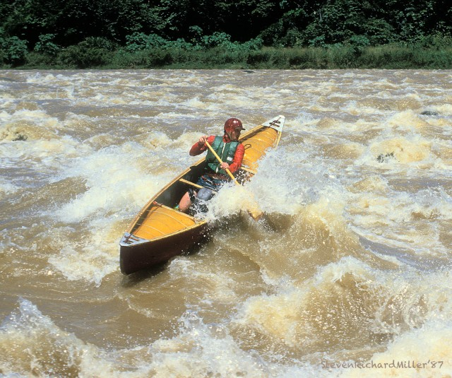 Canoe surfing in Chacalaca Rapid