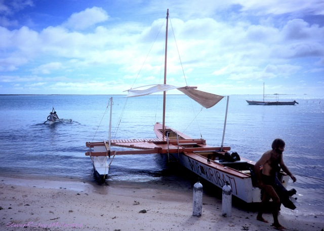 The outrigger dive canoe