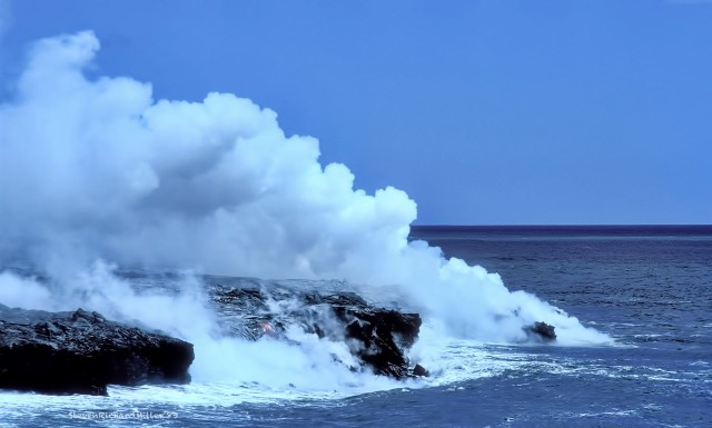 A telephoto shot of the cloasest ocean flow