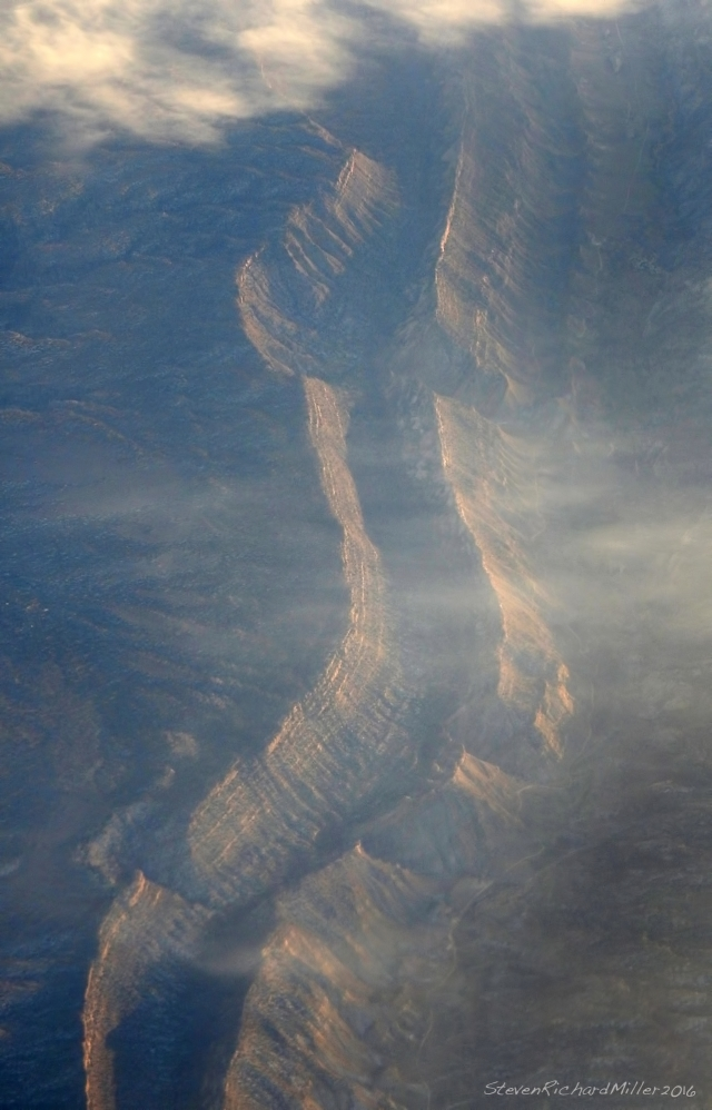 32 minutes later we are over Utah, looking down at a double hogback to the west of Lake Powell